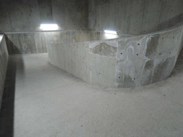 アーバンドエル八事石坂 11階 駐輪場通路