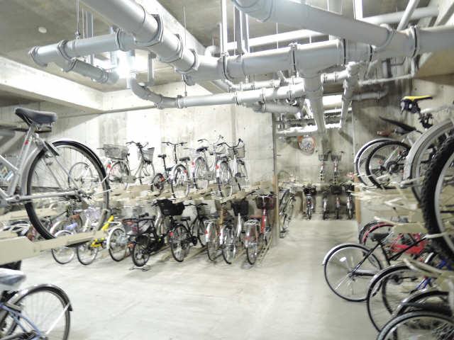 アーバンドエル八事石坂 1階 駐輪場