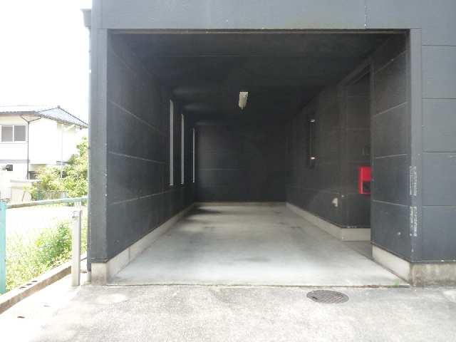 平子町貸家 駐車場
