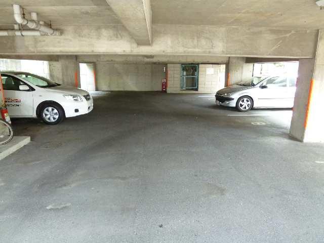 桜ヶ丘ハイツ 4階 駐車場