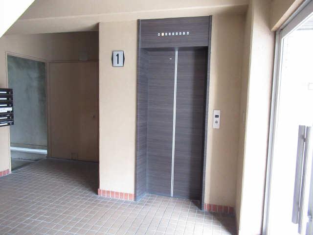 関権第3ビル 7階 エレベーター