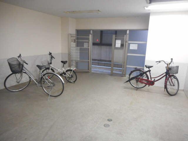 関権第3ビル 7階 駐輪場