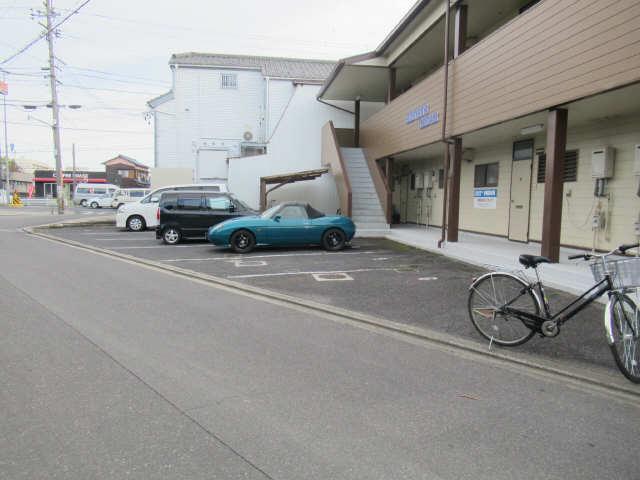 ハイツシーダー 2階 駐車場
