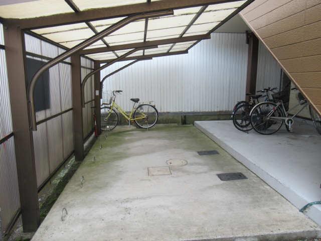 ハイツシーダー 2階 駐輪場