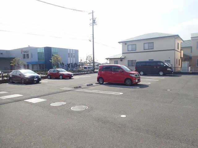 ウィステリア C棟 駐車場