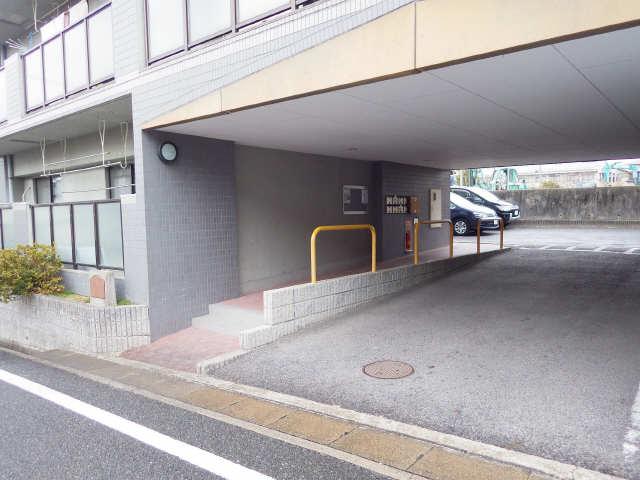 ファミール・ヨコイ 1階 エントランス