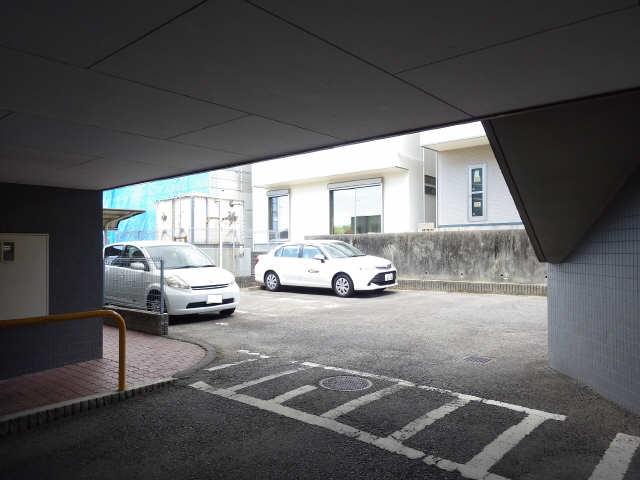 ファミール・ヨコイ 1階 駐車場