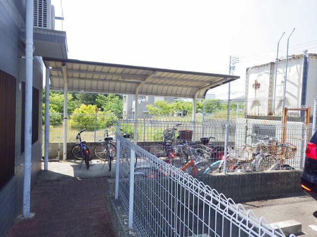 ファミール・ヨコイ 1階 駐輪場