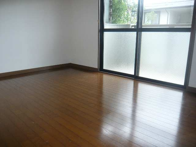 ファミール・ヨコイ 1階 室内
