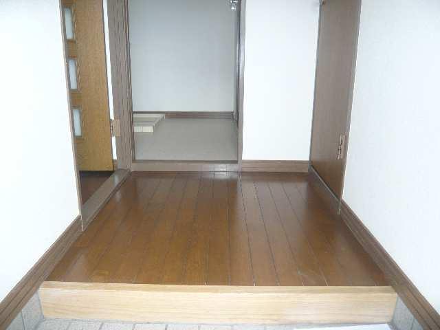 ファミール・ヨコイ 1階 玄関