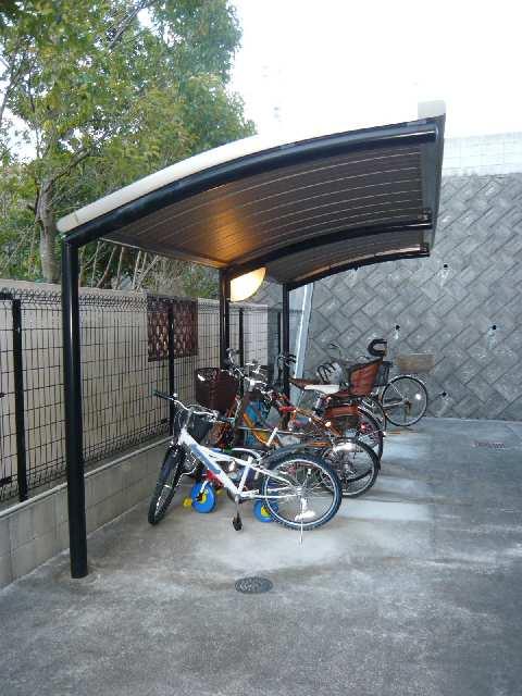 ヒルサイド岩崎台 2階 駐輪場