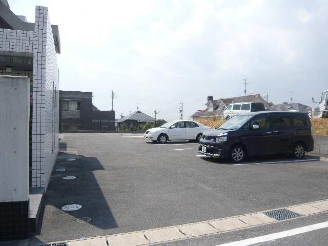 ヒルサイド竹の山 2階 専用駐車場