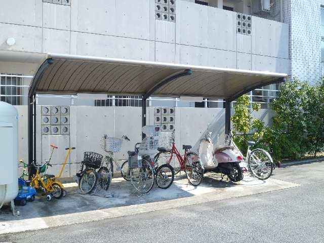 ヒルサイド竹の山 2階 駐輪場