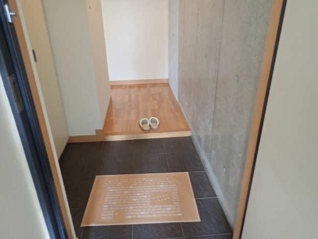 ヒルサイド竹の山 2階 玄関
