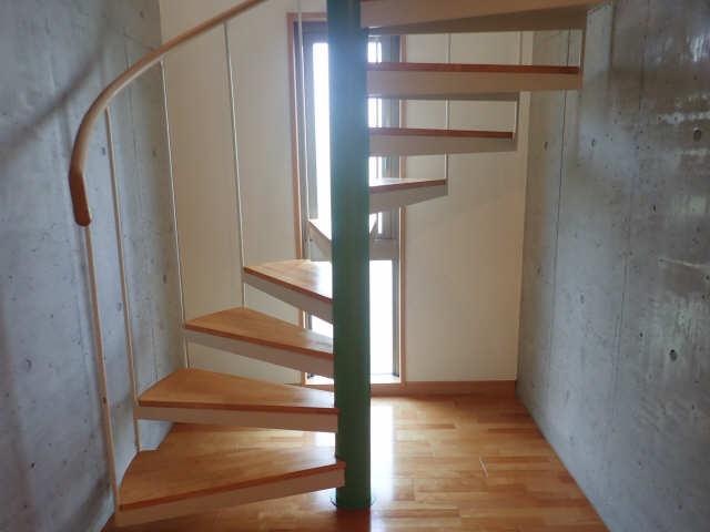 ヒルサイド竹の山 2階 階段