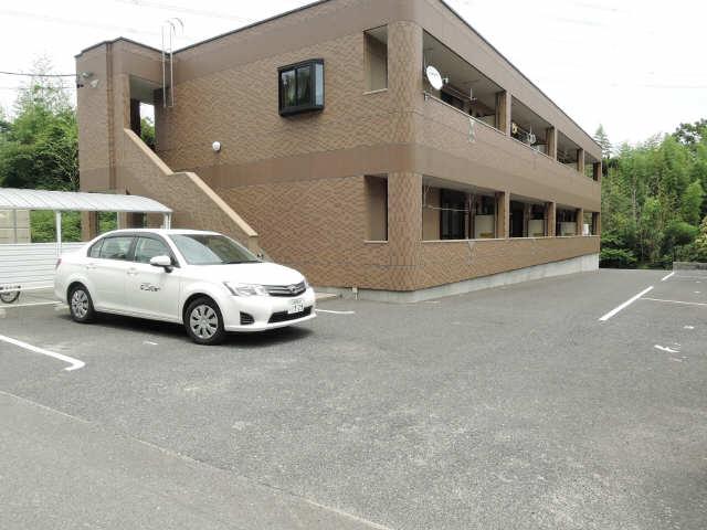 レジデンスXYZ 1階 駐車場