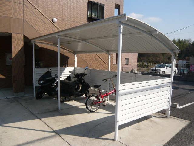 レジデンスXYZ 1階 駐輪場