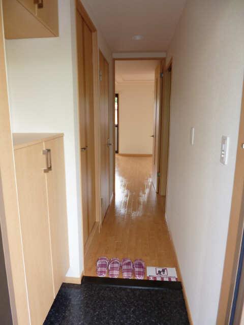 レジデンスXYZ 2階 玄関