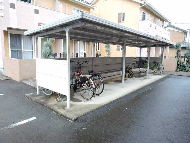 アネシスA 駐輪場