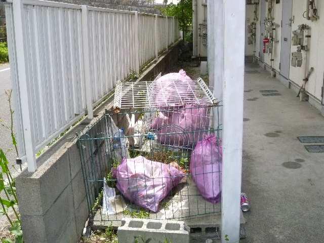 ファミールタカシ 2階 ゴミ捨場
