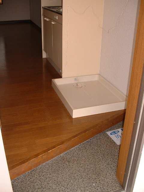 ファミールタカシ 2階 玄関