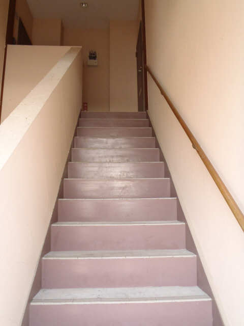 ケンコーポ 1階 共用階段