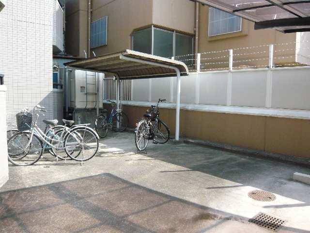 クレベール稲穂 2階 自転車置き場