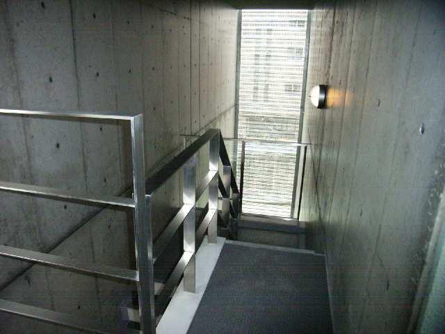 ボッロ リーノ 3階 階段フロアー