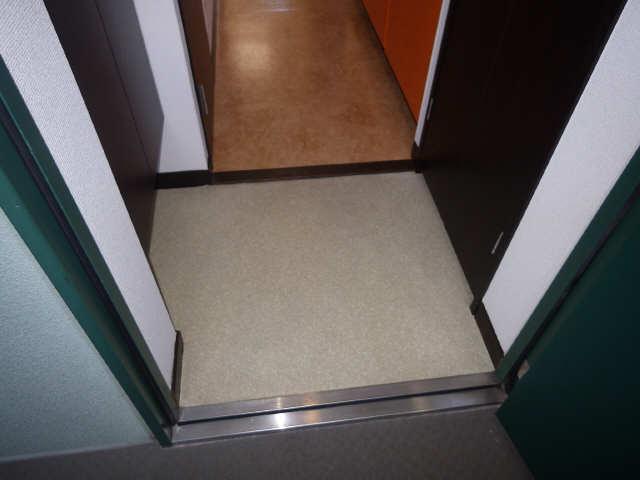 ボッロ リーノ 3階 玄関