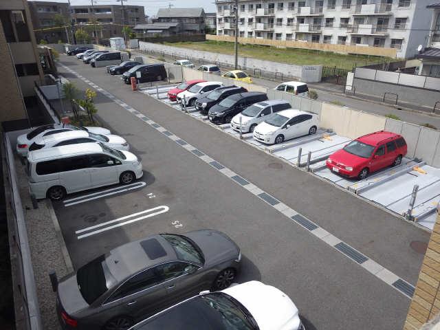 プライムメゾン富士見台 2階 駐車場