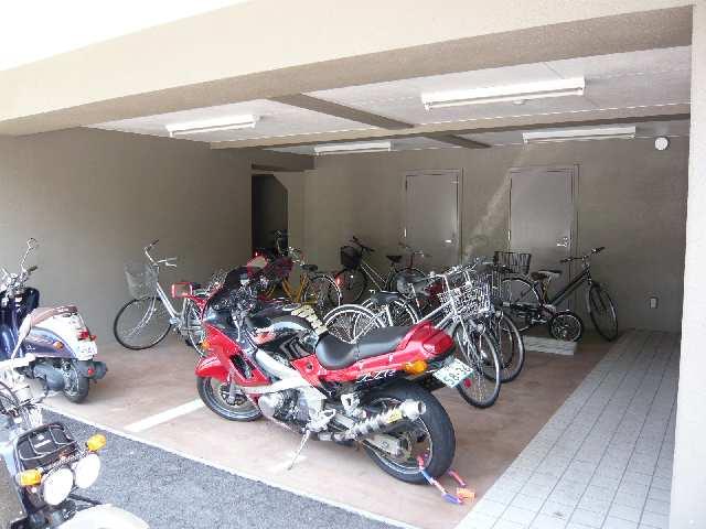 ラフィネ四ッ谷 3階 駐輪場