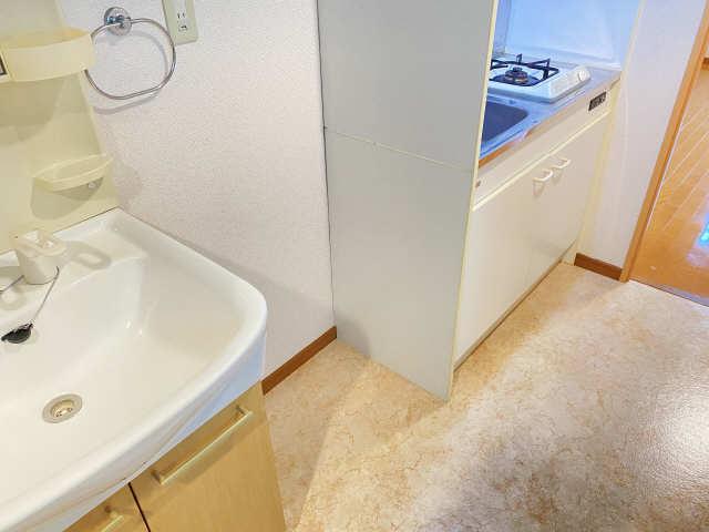 ラフィネ四ッ谷 3階 冷蔵庫置き場