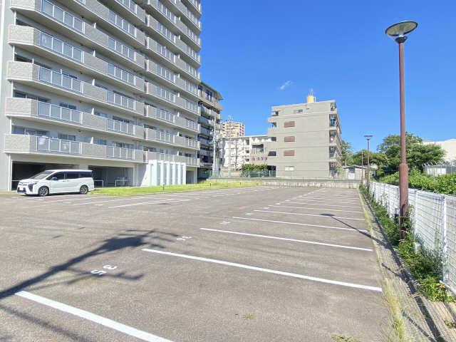ウェルフォート幸川 7階 駐車場