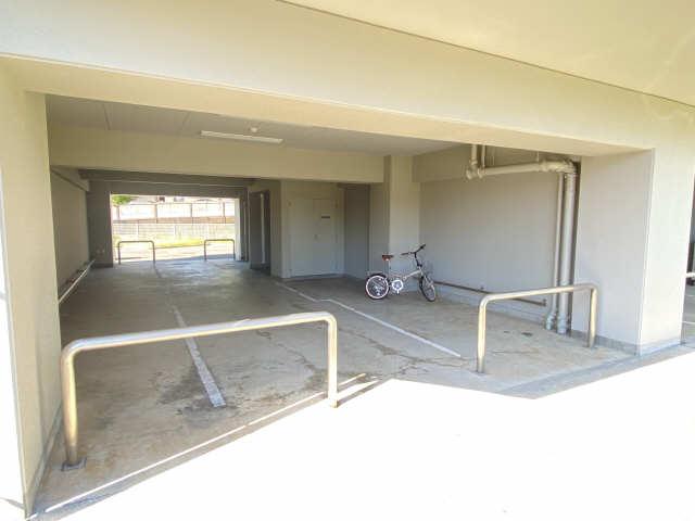 ウェルフォート幸川 7階 駐輪場