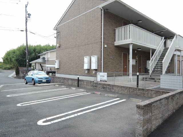 ネクサス A棟 1階 駐車場