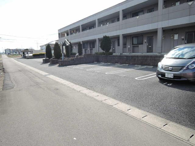 コリーヌ 1階 駐車場