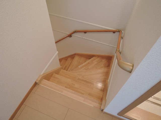 アイファイン E棟 2階 階段