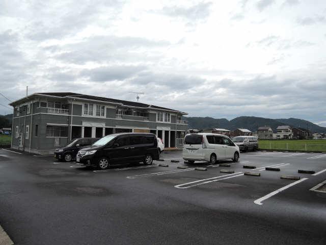 カーサフェリーチェ B棟 1階 駐車場