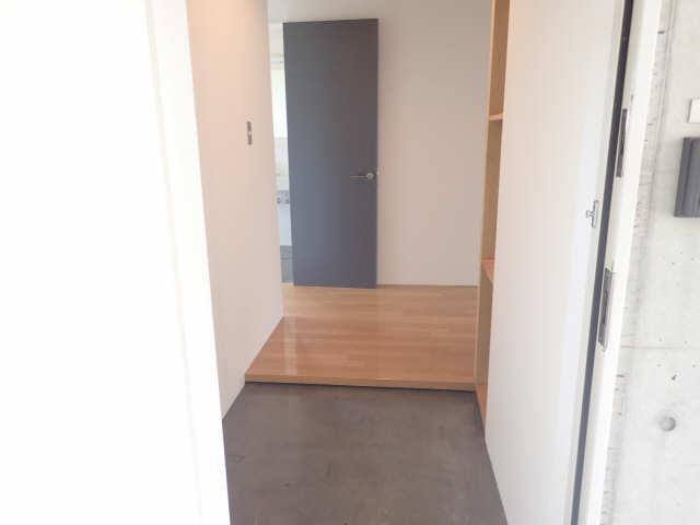 dual 3階 玄関
