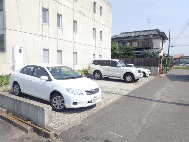dual 3階 駐車場