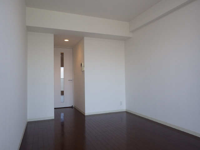 コンフォリア新栄 13階 室内