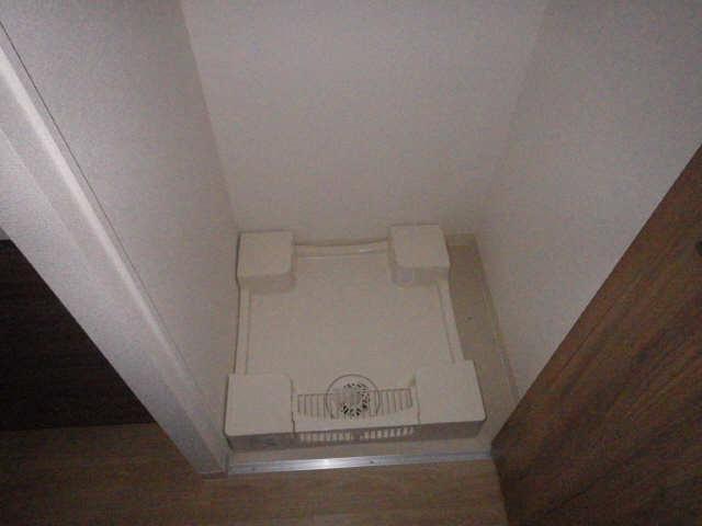 プレサンスジェネ千種内山 2階 洗濯機置場