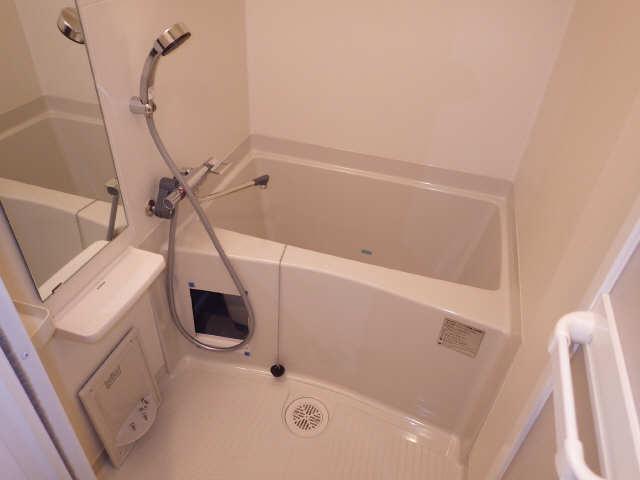 プレサンスジェネ千種内山 2階 浴室