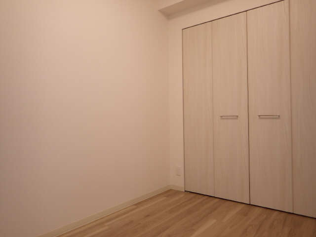 プレサンス広小路通葵 8階 洋室