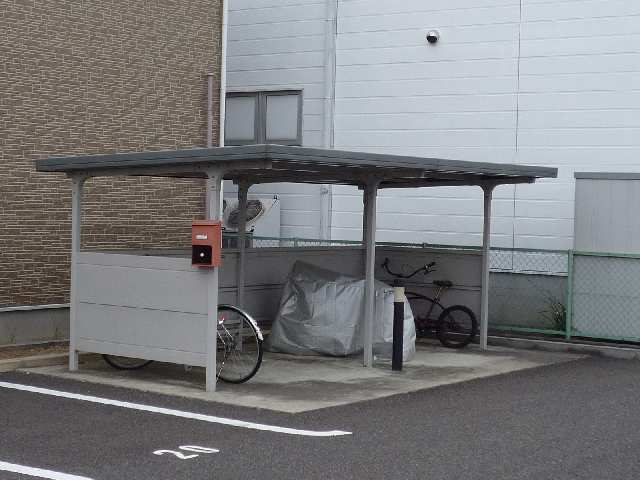 プラッサムコート熊野町 B棟 自転車置き場