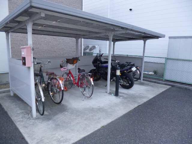 プラッサムコート熊野町 B棟 自転車置場
