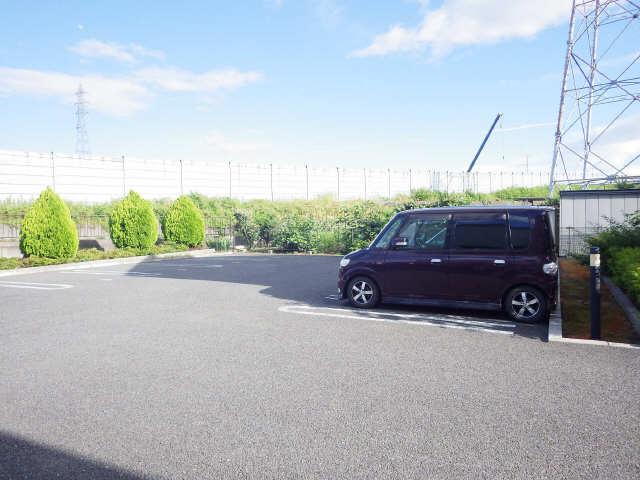 プラッサムコート熊野町 B棟 駐車場