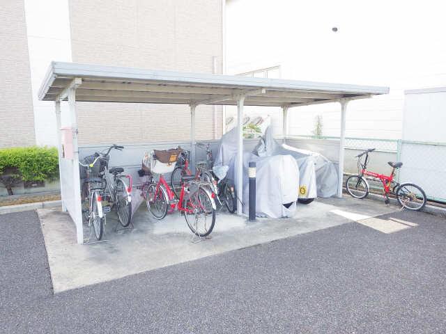 プラッサムコート熊野町 B棟 駐輪場