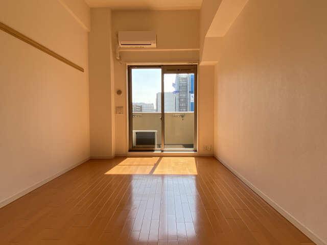プレサンス名古屋駅前アクシス 8階 室内