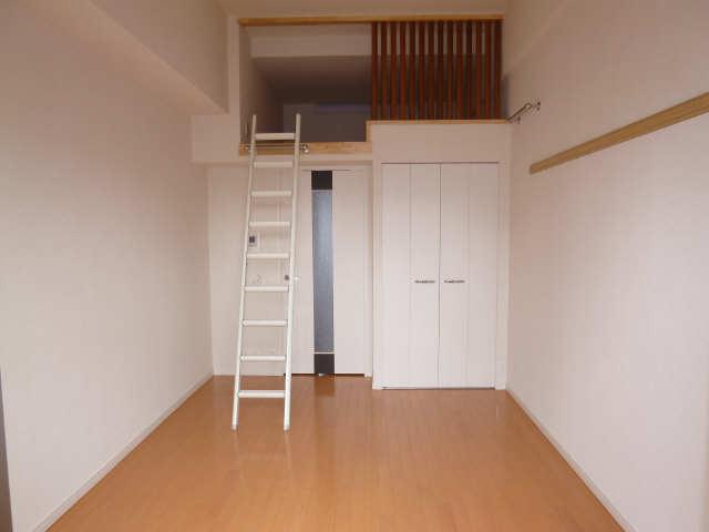 プレサンス名古屋駅前アクシス 8階 洋室